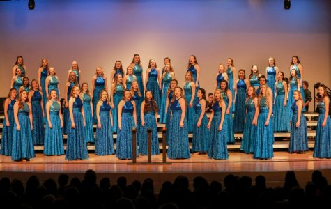 Exhilaration, the all women's show choir on preview night.